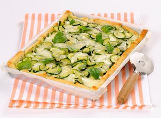 Ricetta Pizza di pane con zucchine e cipollotti