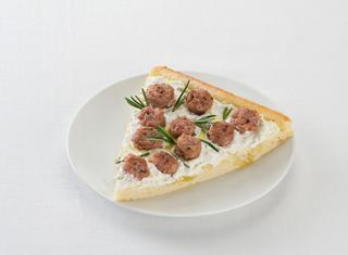 Pizza con ricotta e salsiccia