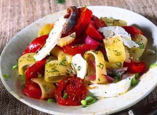 Ricetta Anelli di pasta con perini, cipolla rossa e ricotta