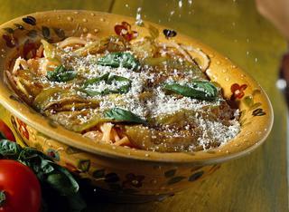 Spaghetti con sugo di melanzane e ricotta