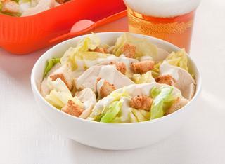 Ricetta Caesar salad con pollo e salsa di yogurt