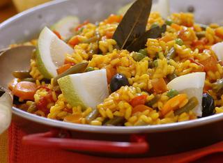 Paella piccante con verdure miste