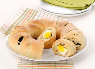 Ricetta Ciambella ripiena con uova e spinacini