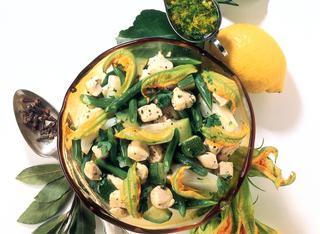 Insalata di zucchine e cipolle bianche