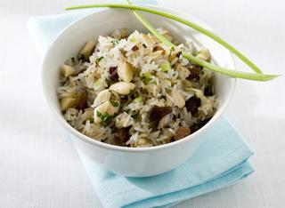 Come cucinare il riso con uvetta e mandorle