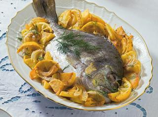 Ricetta Orata al forno con patate, cipolle e limoni
