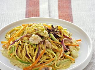 Tagliolini con tacchino, verdure e curry