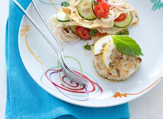 Hamburger di  pesce e panzanella di carasau