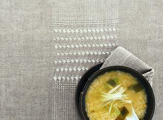 Zuppa di miso con riso e lenticchie