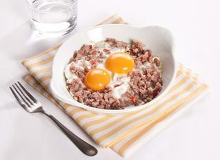 Uova al forno con salsiccia