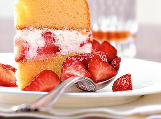 Ricetta Torta morbida fragole e panna