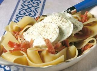 Pasta con mozzarella e prosciutto