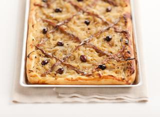 Ricetta Pissaladière: pizza alla francese con cipolle