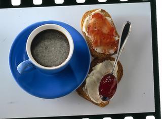 Fette, marmellata e caffè