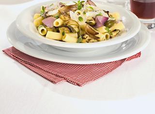 Maccheroni con melanzane e olive