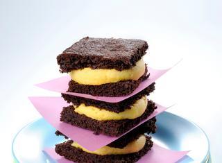 Brownies al cioccolato con gelato di mango