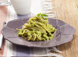Ricetta Linguine al pesto di zucchine