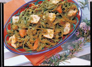 Tagliatelle verdi con capesante e peperoni