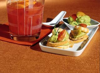 Crostini con salsa di avocado