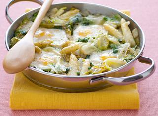 Ricetta Asparagi bianchi in padella con lattuga e cipollotti