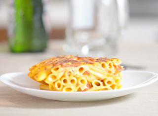 Video ricetta: Frittata di maccheroni e salame