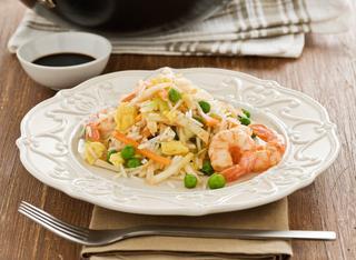 Riso alla cinese con verdure e gamberetti