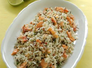 Riso e pesce in insalata