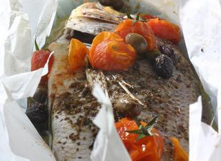 Ricetta Pesce al cartoccio alla mediterranea
