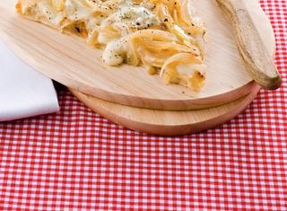 Ricetta Pizza con cipolle e mozzarella