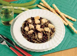 Spaghetti al ragù di tonno in nero