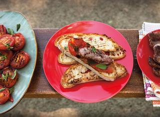 Ricetta Bruschette con pomodoro e salsiccia