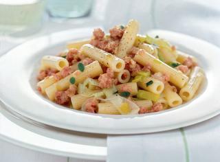 Ricetta Maccheroncini con ragù di salsiccia e porri
