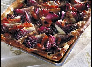 Pizza con cipolle rosse