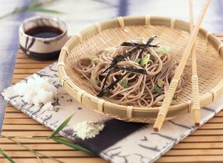 Spaghetti con alga nori o Zaru soba
