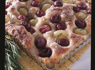 Ricetta Focaccia con uva e rosmarino