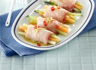 Ricetta Involtini crudi di pesce spada, melone e cetriolo