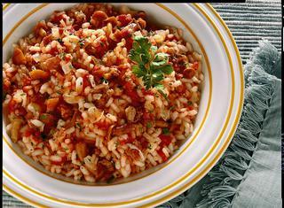 Riso rosso con salsiccia e chiodini