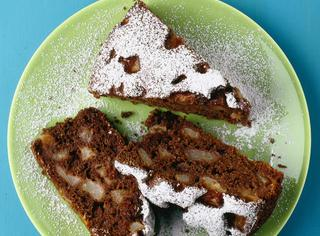 Torta integrale di pere al cacao
