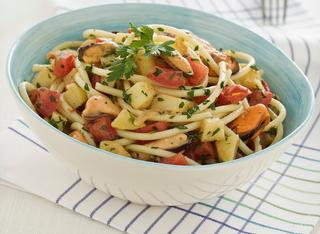 Ricetta Spaghettoni con cozze e patate