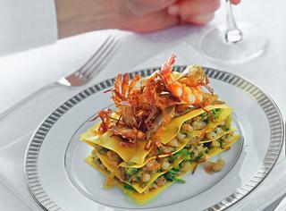 Torrette con zucchine, gamberi e carciofi fritti
