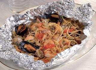Ricetta Spaghetti con frutti di mare al cartoccio