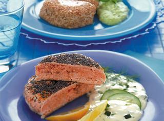 Hamburger di salmone ai semi di papavero