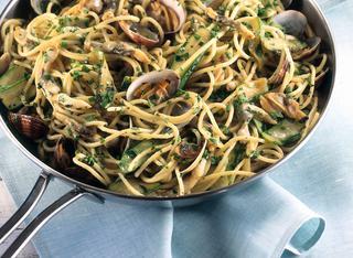 Pasta zucchine, vongole e cannolicchi