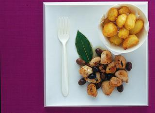 Filetti di coniglio con patate e olive