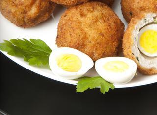 Uova di quaglia alla scozzese