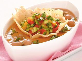 Ricetta Vellutata fredda con tartara di zucchine e peperoni