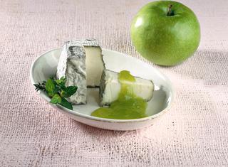 Formaggio in salsa di mele