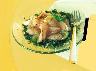 Ricetta Carpaccio di branzino profumato all'aglio fresco e basilico