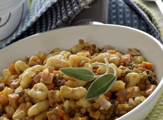 Ricetta Pisarei con lenticchie in umido e cotechino