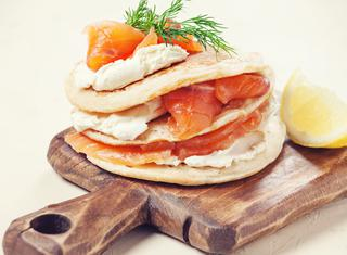 Ricetta Pancakes con salmone e panna acida